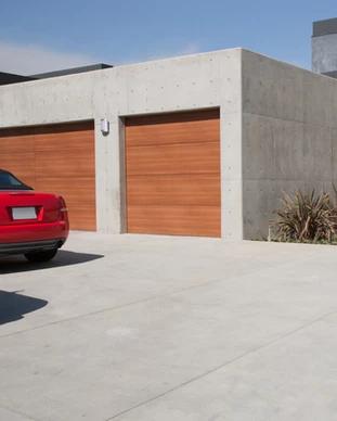 Sekčná garážová brána zlatý dub